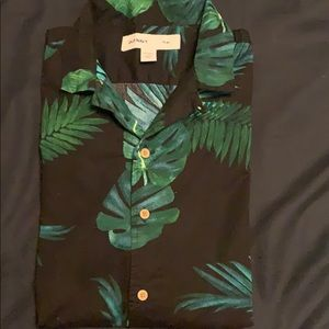 Old navy short sleeve shirt in palm print